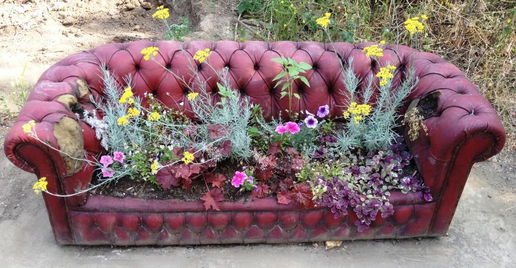 The Mobile Gardeners' Park sofa - kenningtonrunoff.com