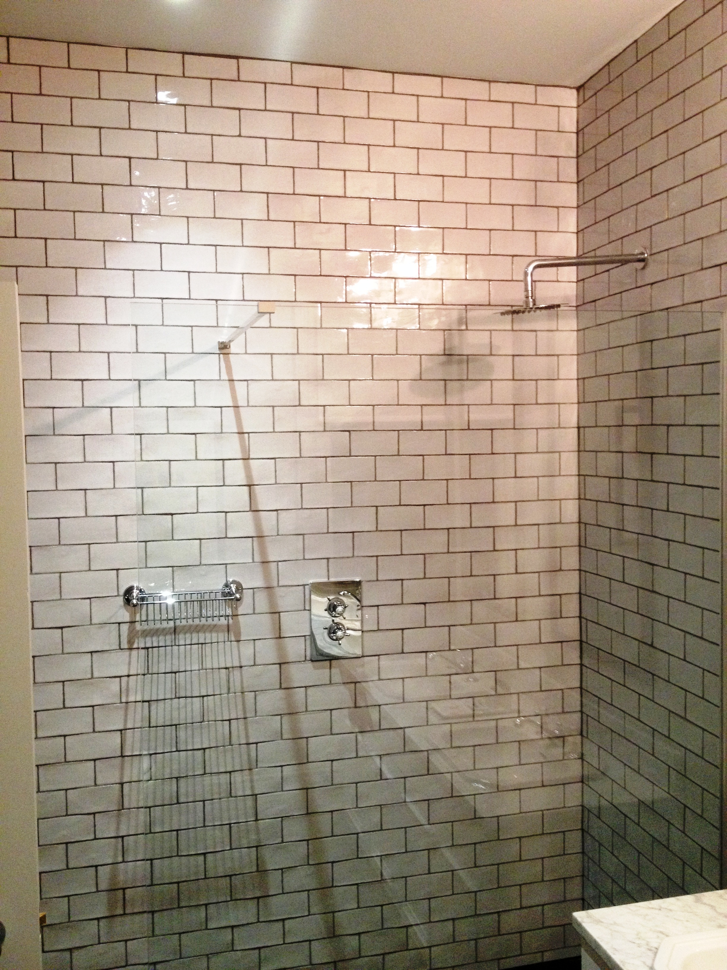 The Tommfield Hotel rooms shower - kenningtonrunoff.com
