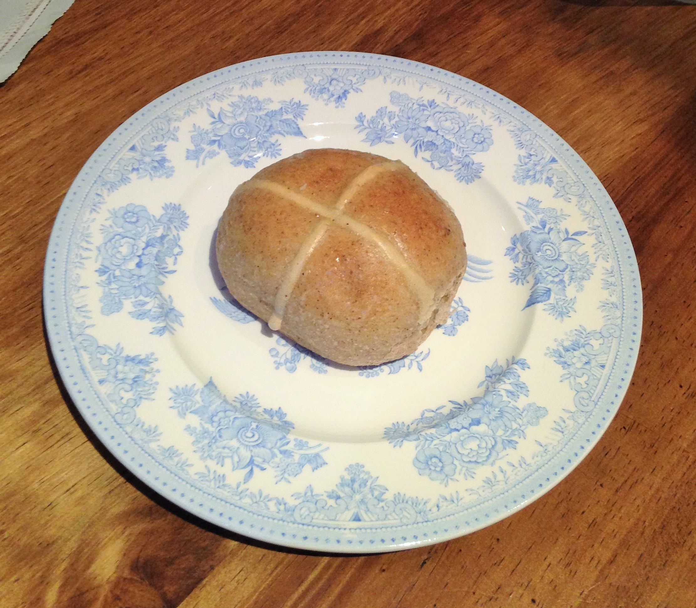 hot cross bun from Kennington Bakery - kenningtonrunoff.com