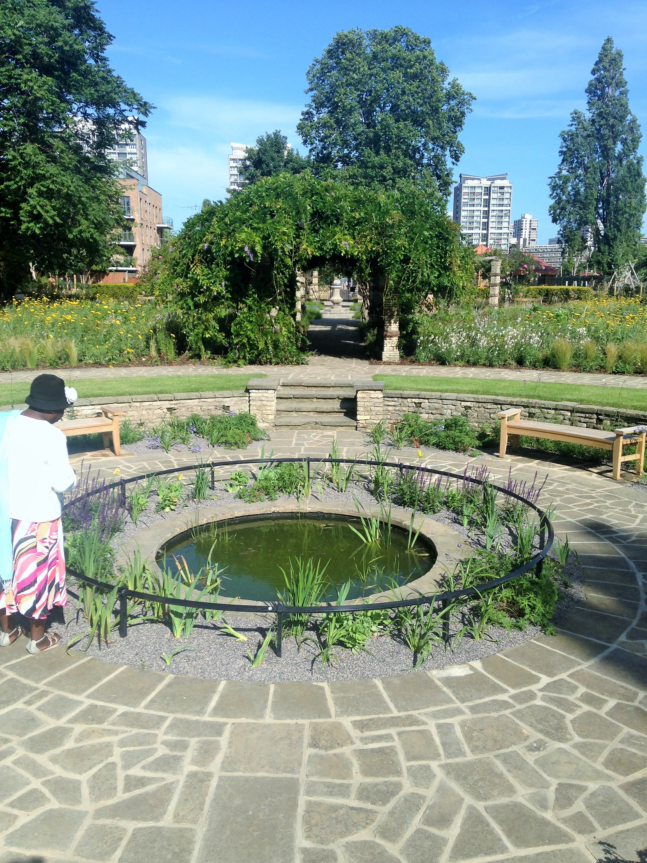 Kennington Park Flower Garden water feature - kenningtonrunoff.com