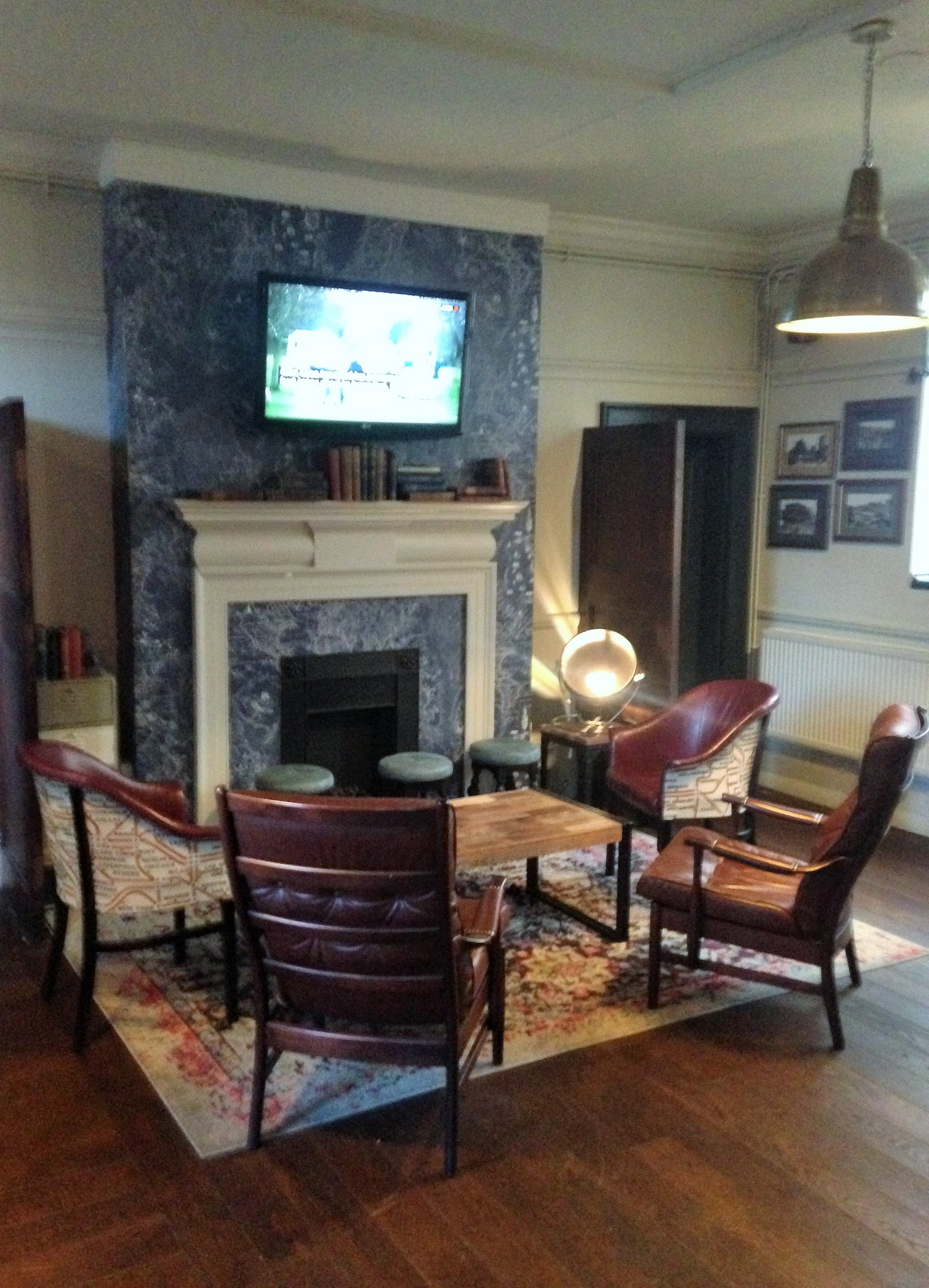The Steam Engine living room - kenningtonrunoff.com
