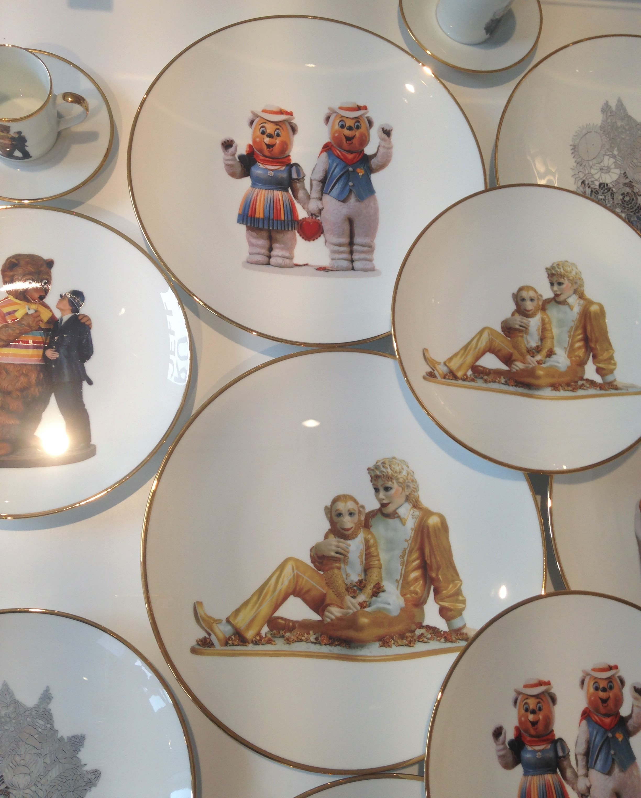 Jeff Koons plates in the Newport Street Gallery shop - kenningtonrunoff@gmail.com
