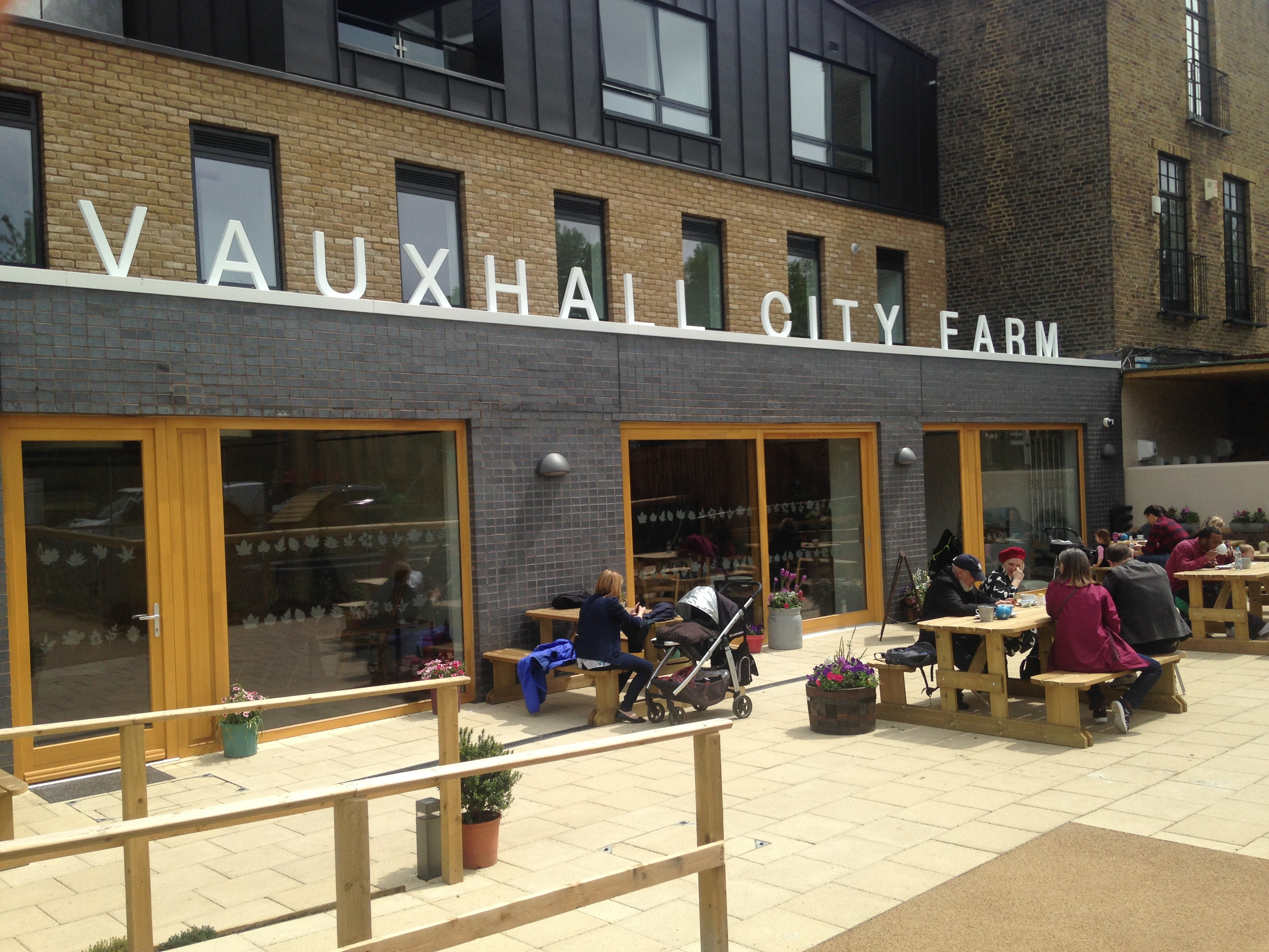 Vauxhall City Farm extension - kenningtonrunoff.com