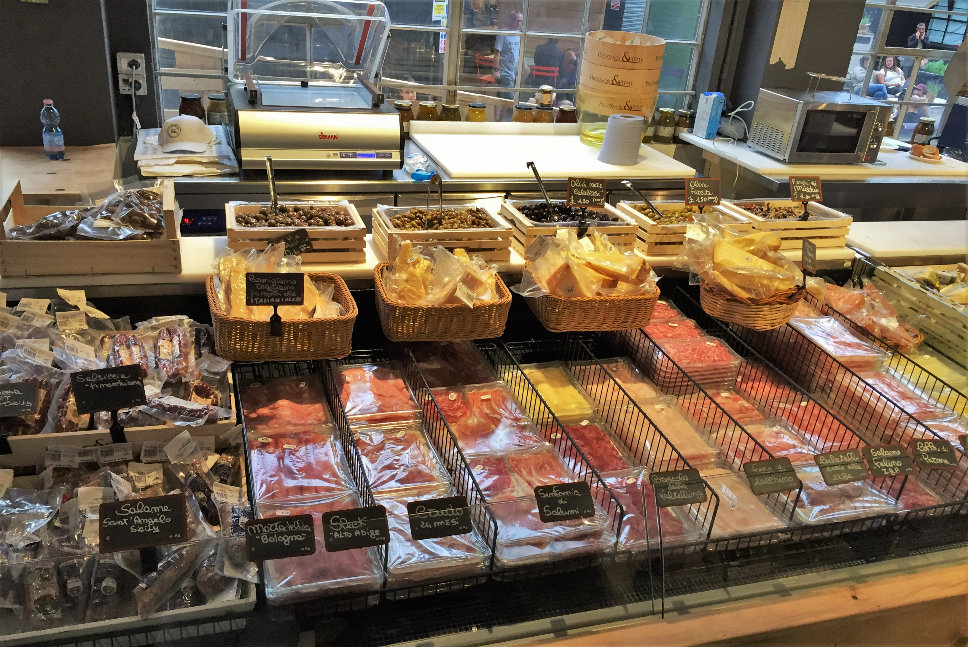 Mercato Metropolitano meats - kenningtonrunoff.com